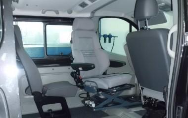 6-vejs konsol med Recaro specialsæde monteret med to armlæn.