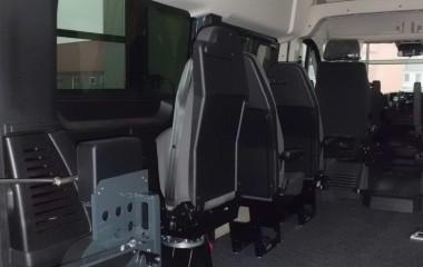 Dreje-klapstol, Jany type 862. Giver bedre adgang for kørestolsbrugere.
