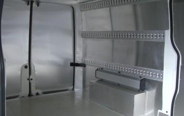 Surringsskinner monteret på sider.