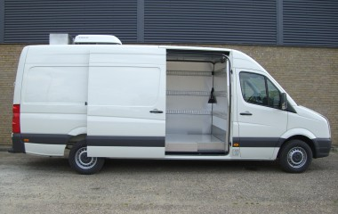 Klimastyret varebil med centralstyret temperatur og luftfugtighed ved oliefyr, gulvvarme, radiator, aircondition og ventilation.