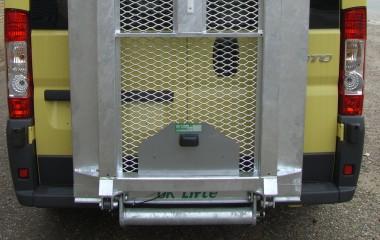 Udvendig DK lift. Platform med sidekanter.