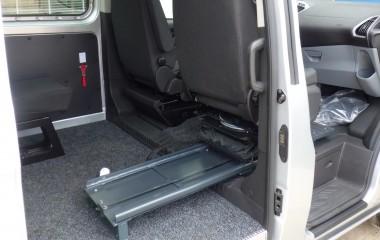 Autoadapt 6-Way Base konsol under passagersæde.