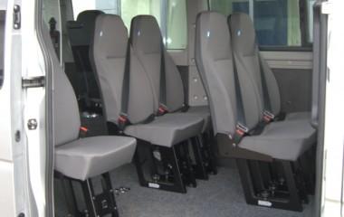 Aftagelige passagersæder model Jany type 801. Gulv med fuldlimet sort tæppe.