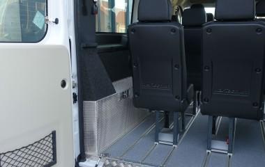 Hjulkassebeklædning og beklædning for varmeapparat i bag fremstillet af riskornsplade i aluminium. Dette for at gøre bedre plads til kørestole.