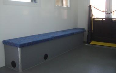 Briks med indbygget oliefyr til opvarmning af luften og plads til opmagasinering.