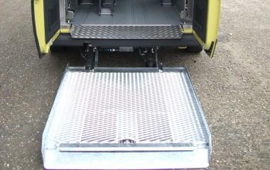 Udvendig DK lift monteret med overkørselsplade inden for bagdøre